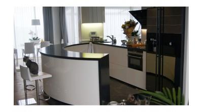 Кухня  радиус с акриловым камнем tristone Черный с белыми вкраплениями