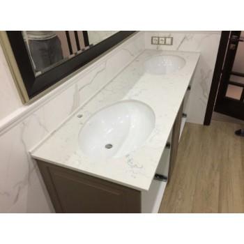 Столешница в ванную из Кварца с фарфоровой мойкой нижнего монтажа.  Кварц очень прочный, твердая и..
