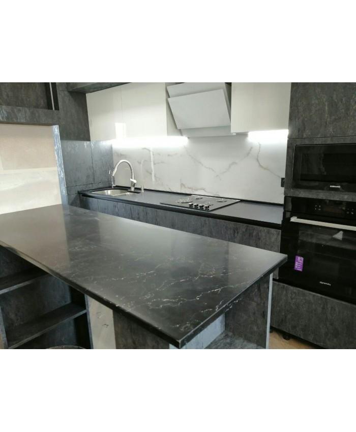 Кварцевая кухня с островом из искусственного камня Avant 9014 савойя, черный мрамор