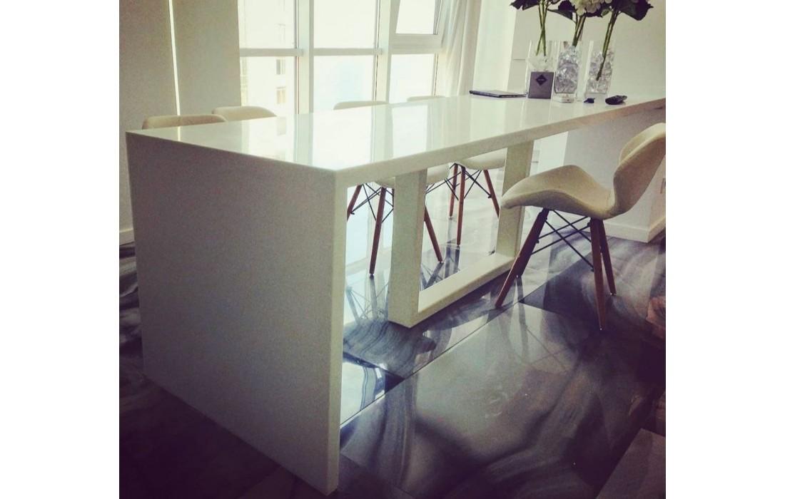 Акриловый стол для кухни