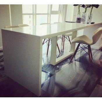 Акриловый стол с ногойСтол из искусственного камня прекрасная альтернатива деревянному столу.Он имее..
