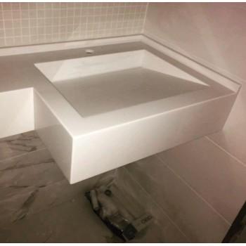 Мойка со скошенным дномАкриловый умывальник необычной формы добавит Вашей ванной комнате изящества.Э..